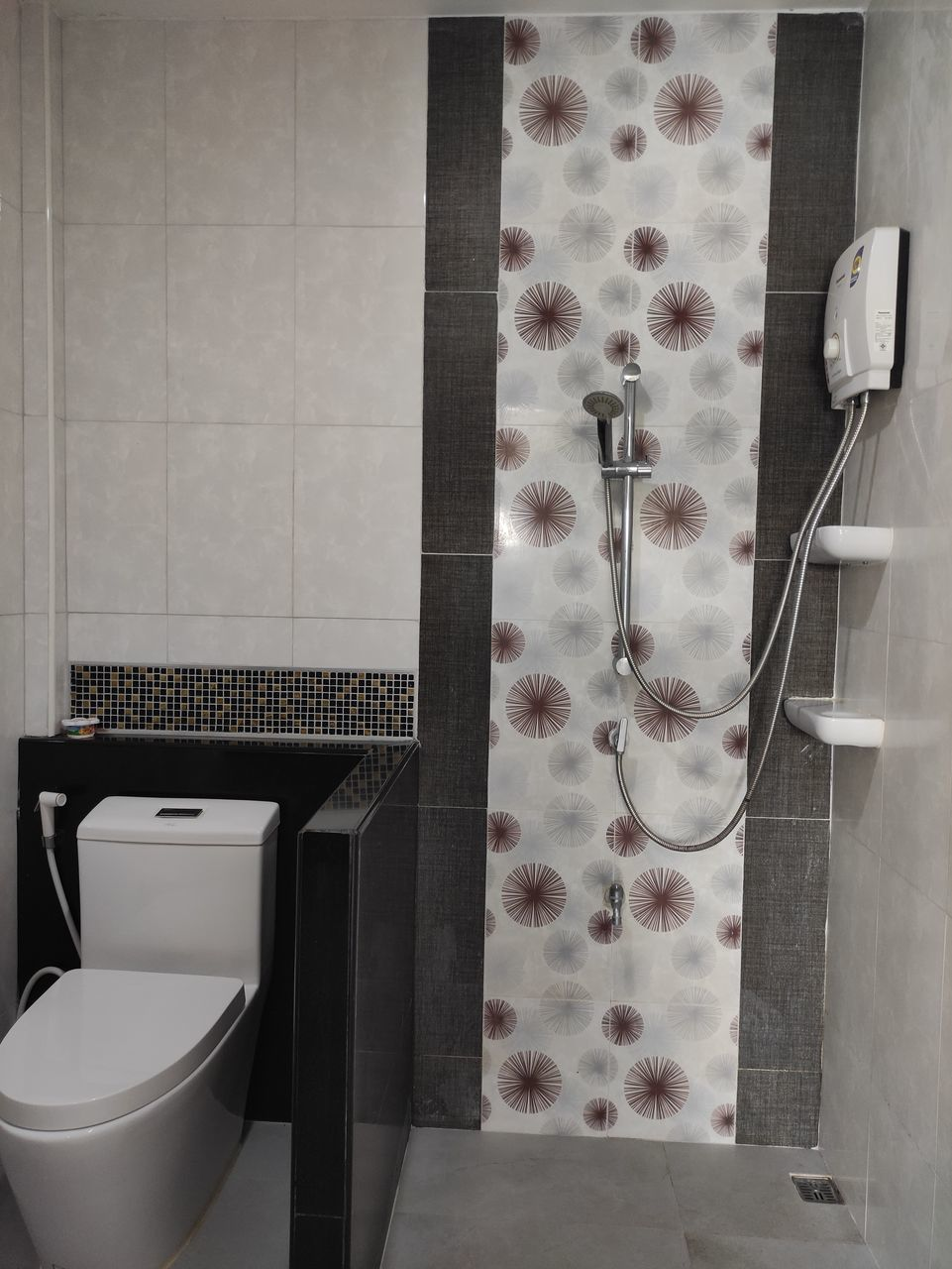 INTERIOR OF BATHROOM WITH TEXT
