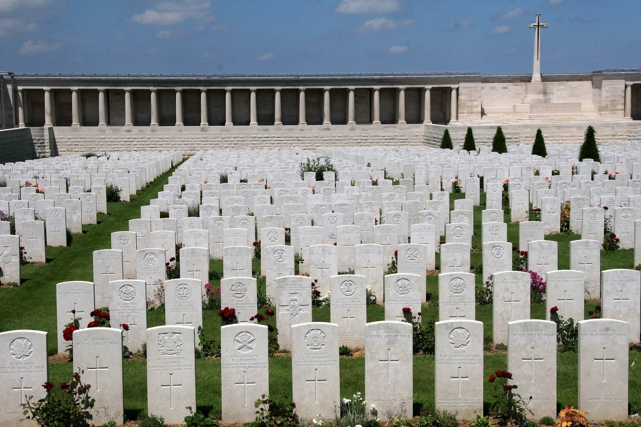 cemetery, tombstone, memorial, gravestone, grave, outdoors, day, graveyard, patriotism, military, sky, war, no people, cross, grass