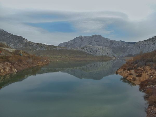 Embalse de Barrios de Luna, Leon SPAIN Mountain Water Beauty In Nature Reflection Nature Mountain Range Tranquility Scenics Tranquil Scene Sky No People Idyllic Lake Jorge L. Españoles Y Sus Fotos Forest Beauty In Nature Waterfront Day Landscape The Great Outdoors - 2017 EyeEm Awards Perspectives On Nature