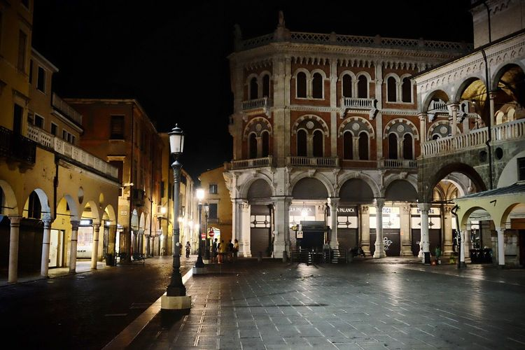 Padova Padova Built Structure Architecture Building Exterior City Illuminated Night Street Building Arch The Way Forward Direction City Life Outdoors Road