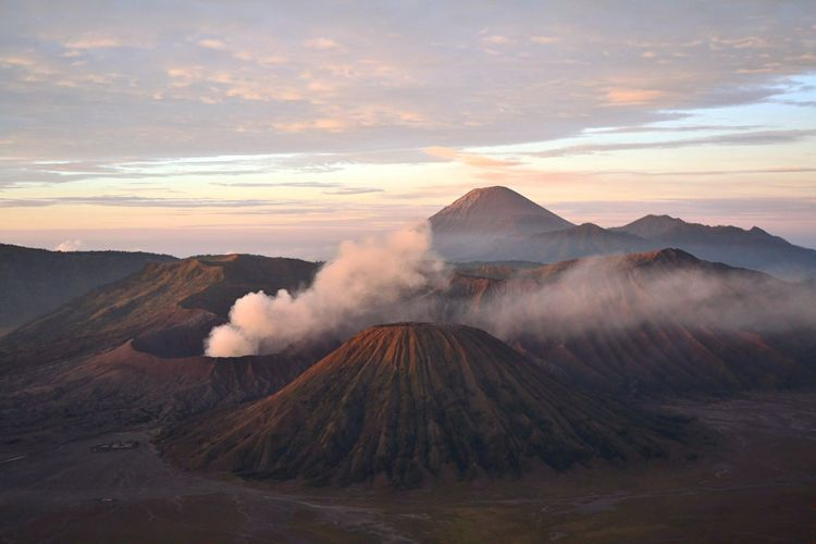 EyeEm Selects Mountain Sky Scenics Tranquility Tranquil Scene Nature Cloud - Sky Beauty In Nature Volcano Outdoors Physical Geography Mountain Range Landscape Travel Destinations Wilderness Area Sunrise Mount Bromo INDONESIA Breathing Space The Week On EyeEm Been There.