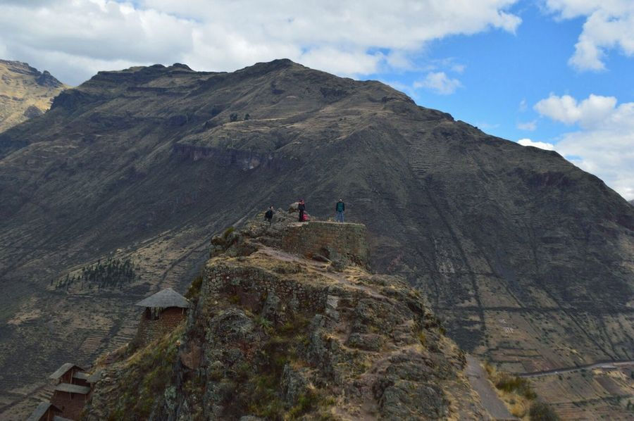 Cada lección de vida necesitará una nueva versión Mountain Sky Mountain Range Nature Beauty In Nature Landscape Scenics Leisure Activity Tranquility Outdoors Physical Geography Rocky Mountains Tranquil Scene Day Cloud - Sky Architecture No People Mountains Pisac Perú EyeEmNewHere Travel Destinations Xtreme Adventure Adventure Travel Mountains And Sky