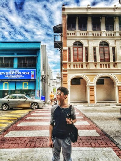 Walk in the Ipoh city One Person City Portrait Malaysia Ipohtown Ipoh Photooftheday Photographer Lifestyles Outdoors Huawei P9 Leica Huaweiphotography HuaweiP9