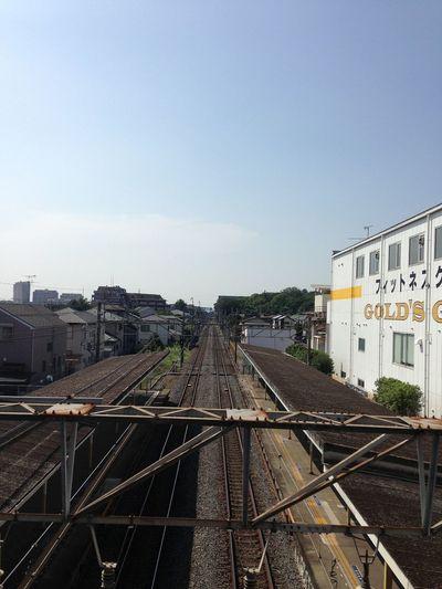 真夏の駅は暑い。