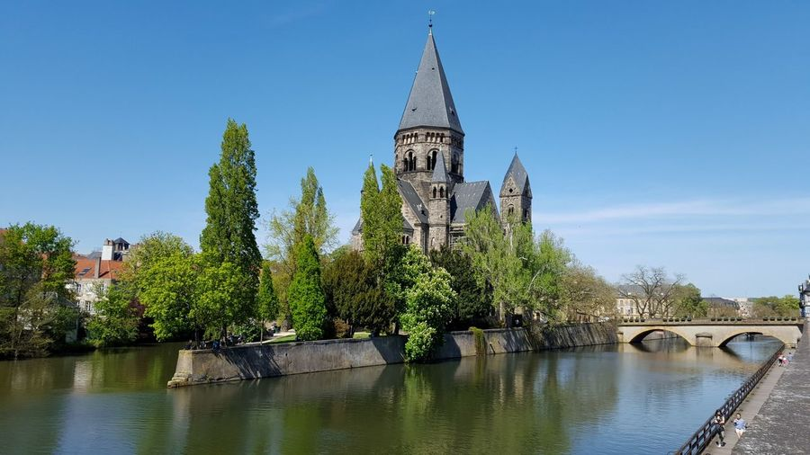 Burg Travel River View Riverside Blue Sky Metz Metz, France France Frankreich Pupparazzi Reisen Ist Meine Medizin Vacations Traveling Travellover Holiday Water River Reflection Architecture History Tree Bridge - Man Made Structure Outdoors Blue Built Structure Building Exterior No People Travel Destinations Sky Nature