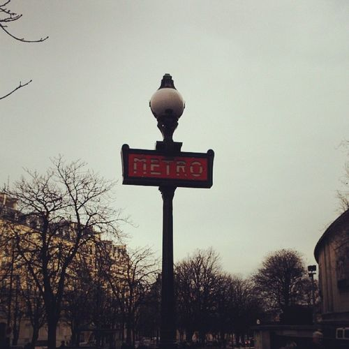 M étro Paris Winter Perfecttravel