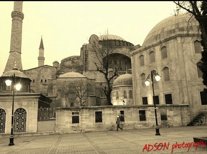Architecture Building Exterior Built Structure Istanbul AMMAR ADSON ADSON....📷❤ ADSONphotography غرباء مطر خريف Water Travel Destinations History Outdoors مسجد السلطان احمد Sultanahmetcamii City Sky No People Dome Place Of Worship Day Car Refreshment Architecture