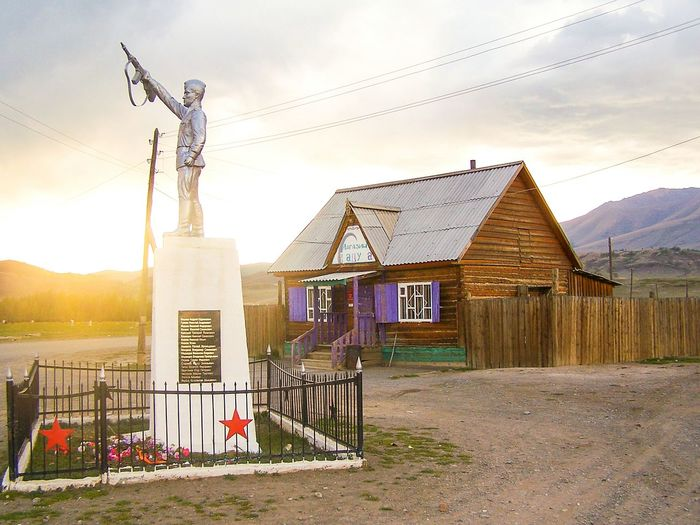 Red Army Statue Soldier Memorial Sundown Sunset Red Star Village Altay Cloud - Sky No People EyeEmNewHere The City Light Cccp Ussr Nostalgia Sunlight Russia Outdoors Sky Photooftheday Resist Paint The Town Yellow