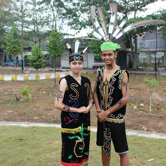 Putra Putri Pariwisata Kobar PangkalanBun Kalimantan Tengah Sesi pemotretan W /Muhammad Irsan Tourism ambassador ! We are dayaknese ! Be_kobar Kobar Pangkalanbun Kalteng Indonesia Travel Visit Dayak Culture Art Dayaknese Tattoo Papipar 2014 Duta Wisata like4like