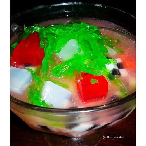 Es Teler ala Senayan Resto & Bakery … … Enak banget disantap dihari yang bikin gerah hihi ヽ(^。^)ノ❤ … Nikmati Hidup (o^^)o❤o(^^o)