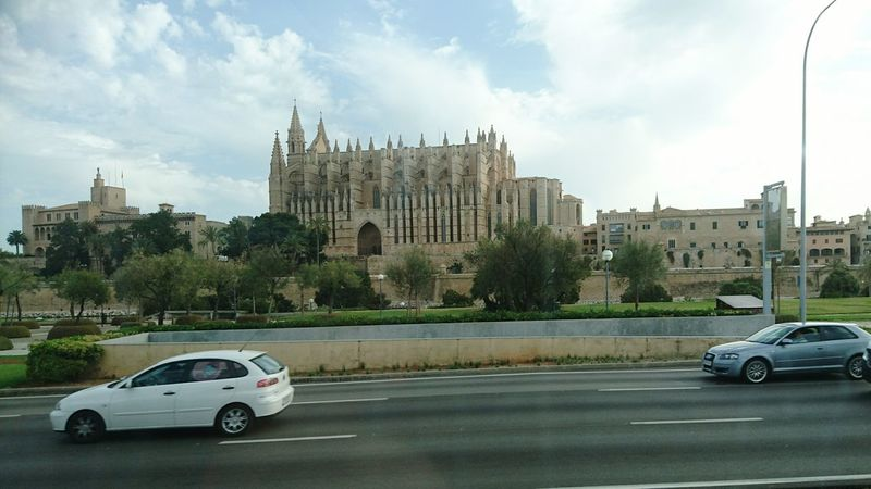MyCommute Taking Photos Cathedral Cars Traffic Check This Out Hello World Hi! Enjoying Life Greatbuildings Greatest_shots Photographylovers Photooftheday Palma Palma De Mallorca Beautiful