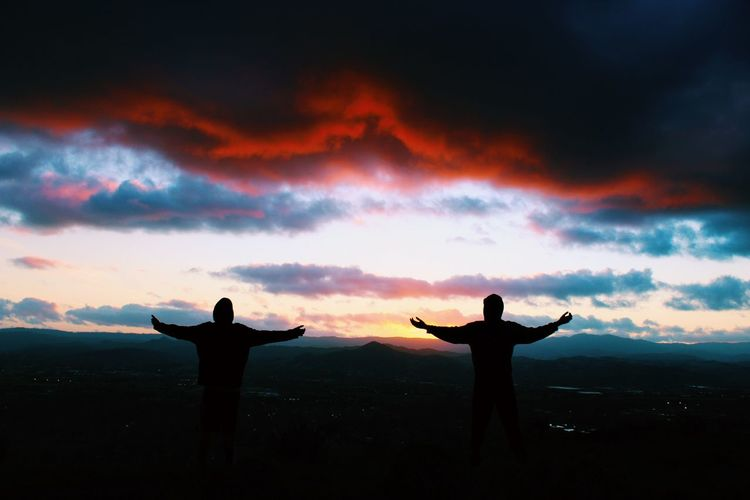 double trouble Arms Up Sunset Sunset Silhouettes Sunset_collection Sunset #sun #clouds #skylovers #sky #nature #beautifulinnature #naturalbeauty #photography #landscape EyeEm Best Shots Eye4photography  EyeEm Best Edits EyeEm Gallery EyeEm Best Shots - Landscape