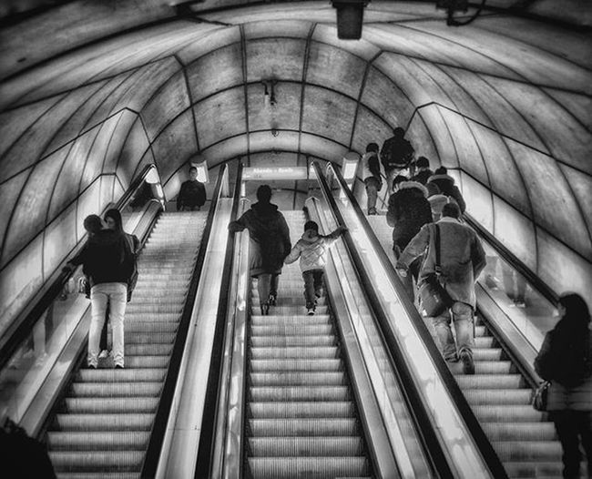 Metro station of bilbao... 9/04/2016... a child and his mom in the middle... the rest of the world around: D Escala Movil Metro Subway Train Trainstation Child Mom Bw