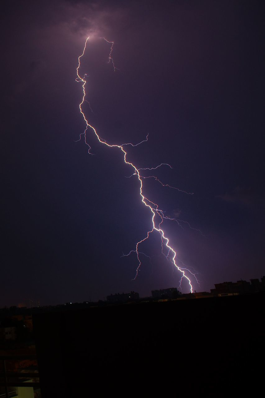 lightning, power in nature, forked lightning, thunderstorm, storm, weather, danger, storm cloud, night, dramatic sky, sky, no people, beauty in nature, nature, cloud - sky, scenics, outdoors, silhouette, illuminated, electricity, cityscape