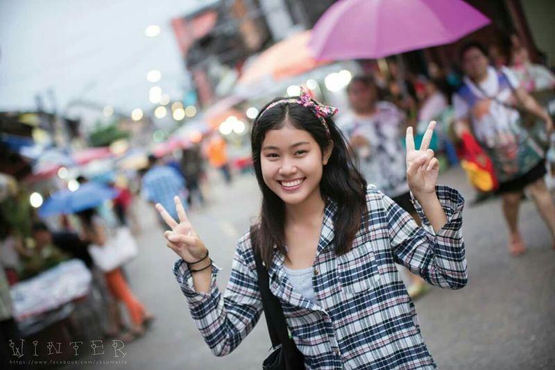 Peace with my lovely Friend. Portrait Street Photography Walkingstreet Winter EyeEm Best Shots