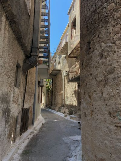 Labirent Architecture Built Structure Building Exterior Building Direction The Way Forward Narrow Day Wall - Building Feature City Alley No People Residential District Nature Sunlight Outdoors Footpath Street Wall Sky