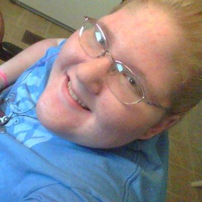 Blonde_and_red_hair Hazel Eyes  Happy Smile 😊