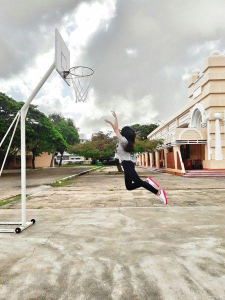 Basketball - Sport Jumping Sport Real People Cloud - Sky Outdoors Mybestfriend Dream Lifestyles EyeEmBestPics EyeEm Best Shots Eyeemphoto Playing