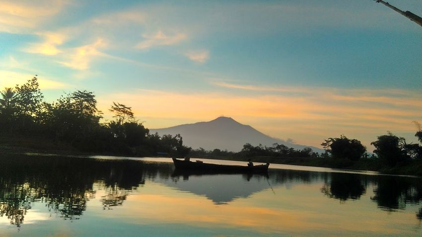 Yicamnusantara Yicamindonesia Nature Xiaomiphotographyindonesia Xiomiindonesia Xiaomi Sunset Xiaomiphotography Eyemphotography Journey Is The Destination Outdoors Beauty In Nature Mobilephotography Montain