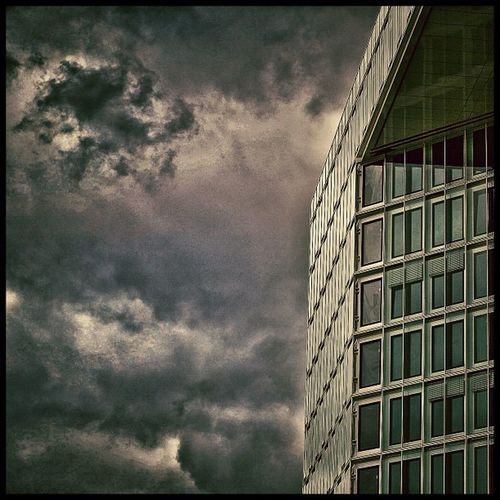 #DerSpiegel #hamburg #hafencity #buildings #sky #blue #welovehh #architecture Buildings Hamburg Hafencity Welovehh Derspiegel Architecture Streetphotography City Sky Structure Blue
