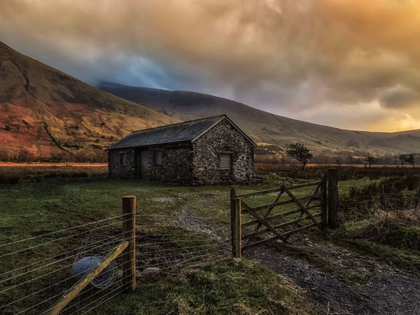 A house full of sunshine. Dramatic Sky No People Tranquility Outdoors Nature Landscape Moody Sky Depth Of Field Nature_collection Nature Mountains Cumbria England UK Lake District Europe Great Britain United Kingdom England 🇬🇧 Scenics Sunshine Farm Life Sunset Grass Architecture Architecture_collection Barn