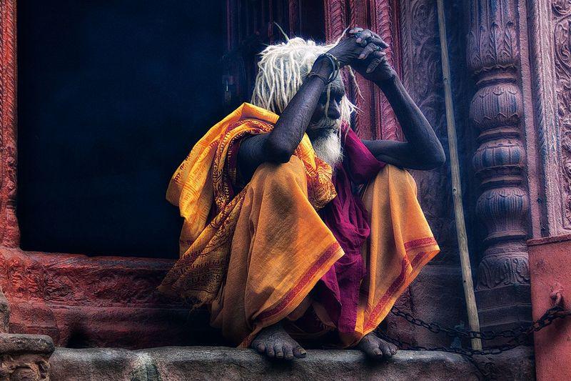 Meditando #India #shadús #muertos #ofrendas #abluciones #piras #cremaciones #ghats Ganges River Varanasi #India #ganges