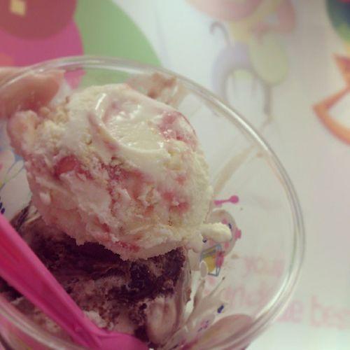 . SHARMAからの31(๑¯∇¯๑) 前に食べれんかった Wチョコチー♡ 雪だるま大作戦なう やから ストチー乗っけるよね♪ 31 サーティワンアイスクリーム
