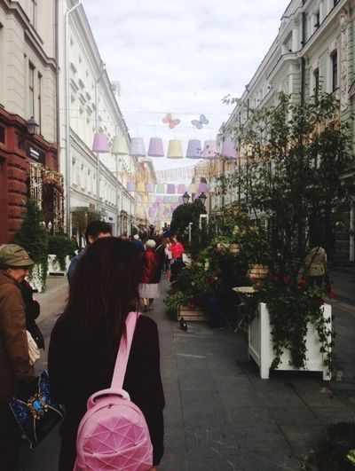 Real People Building Exterior Lifestyles City Leisure Activity Outdoors Day People Festival Festival Season Festivals Life Lifestyle Life Style City Life City Street Moscow Moscow Life Activity Active People And Places People Together Crowd People Women Garlands