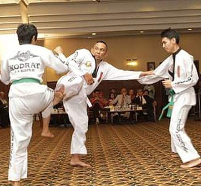 In action... Tarungderajat Aaboxer Box Wisuda25 StmikAmikBandung Sudutamik Olahraga People Humaninterestphotography Humaninterest Huminesia Me Photooftheday