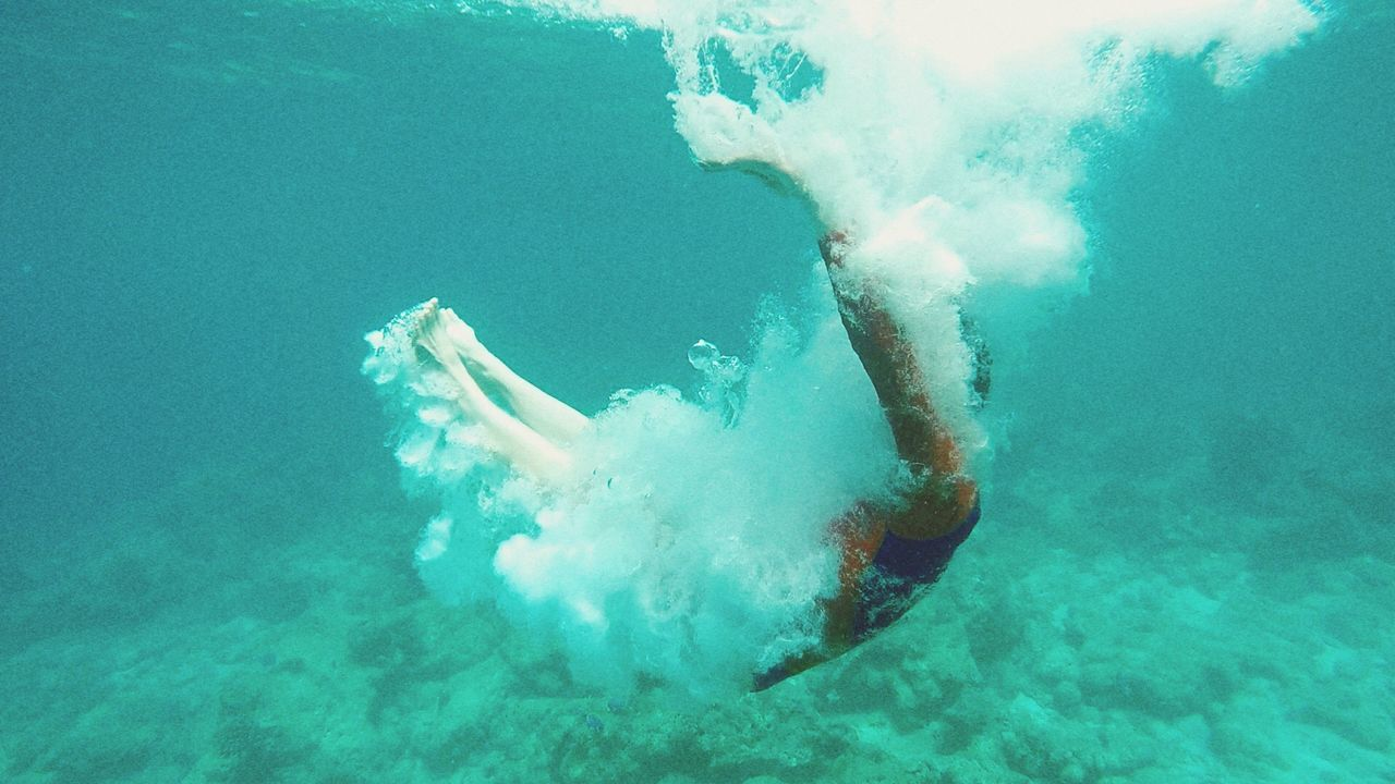 underwater, water, one person, motion, sea, real people, full length, swimming pool, swimming, undersea, day, men, low section, outdoors, people