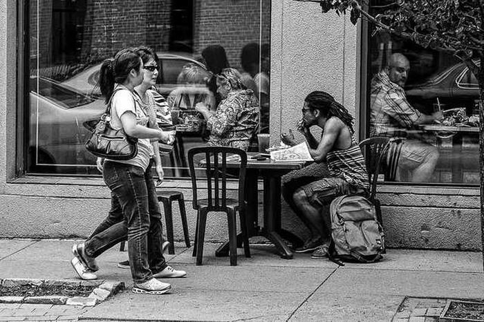 eating lunch on the street. Street Photography Blackandwhite Nikon D700