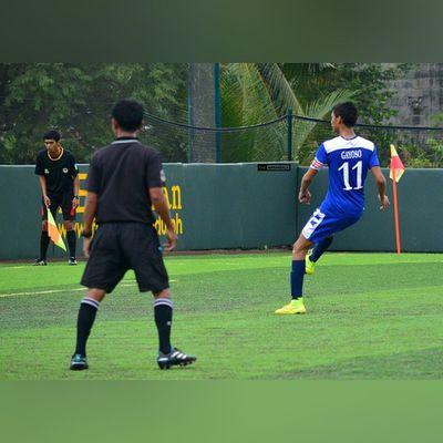 @jarveygayoso hit the goal via penalty kick (84') as an equalizer 🎆⚽ . . . UAAP Uaap77 Uaapseason77 ADMUvsUST juniors AdMU UST sbspotlight soccerbible football themanansala