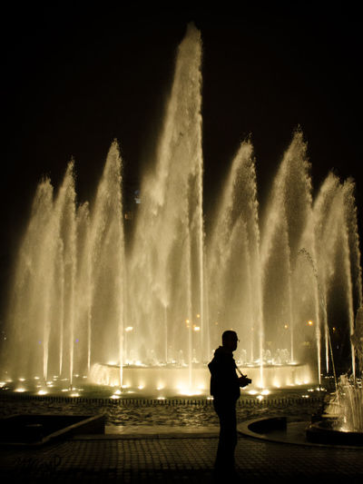 Parque de las Aguas Fuente❤Agua Lima Lima-Perú Nature Night Lights Nightphotography Water Reflections Architecture Building Exterior Firework Display Fontain Fountain Illuminated Lifestyles Long Exposure Motion Nature Night One Person Outdoors People Real People Silhouette Sky Spraying Standing Water Water_collection