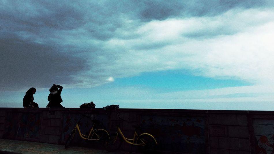 观云 Sky Cloud - Sky 2 Girls Bicycle Outdoors Beauty In Nature Real People Silhouette By Iphone 6+ Seaside