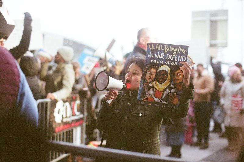 Protesta en JFK, Enero 2017. Protest at JFK, January 2017. #eabreunyc #canonae1program #canon_photos #canon_official #canonphotography #canonphoto #film #eabreufilm #35mm #35mmfilm filmphotography Protest Crowd People Music City Musician Men Arts Culture And Entertainment Adults Only Young Adult Police Force Fame Real People Fan - Enthusiast Large Group Of People Adult Popular Music Concert Only Men Occupation Pop Music