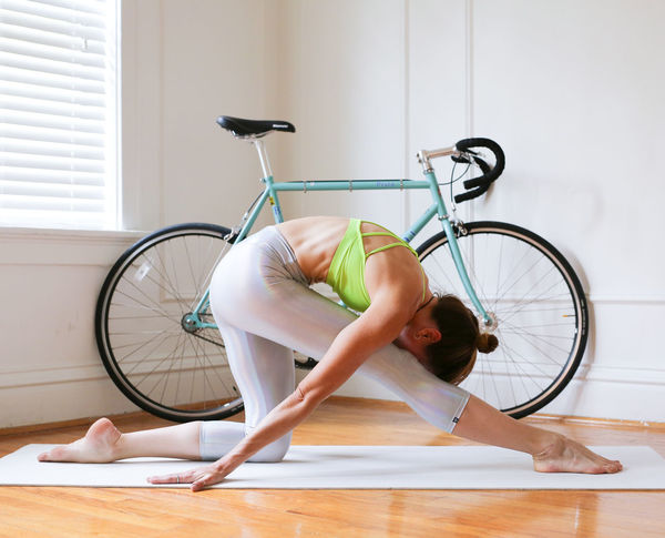 Adult Adults Only Day Domestic Life Exercising Flexibility Full Length Home Interior Indoors  Lifestyles One Person One Woman Only Only Women People Yoga Yoga Pose Yoga ॐ Yogagirl
