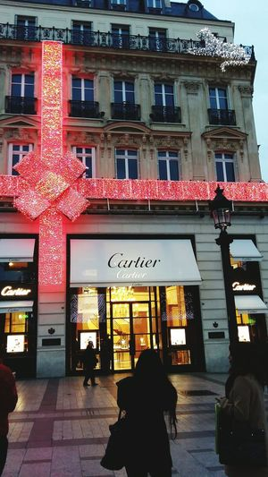 Building Exterior City Outdoors Day Architecture Stadt Immeuble Façade Weinachtzeit Christmas Christmas Lights Illuminated Luxe Guepard Cartier