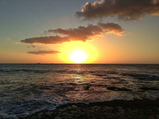 LOVES da PEACEFUL feeling ONE GETS.....as da HAWAIIAN SUN SETS.....