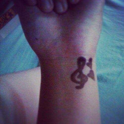 @cloitoi i got my henna :) wala akong magawa eee ^___^ Sorry Hihihihihi Nextime Henna summerisnear