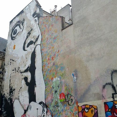 Streetart Buildingart Centrepomidou Paris france popart modernart