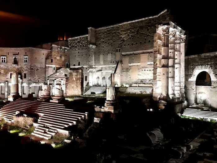 Roma Fori Imperiali Foro Di Augusto Roma By Night Lights Lights In The City History Travel Travel Photography Italy Discover Italy Antiquity