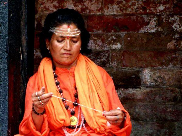 Omg Nuns Pujaran Pashupatinath pashupatinath Temple Portrait Intense Nothingness Nepali Culture Nepali  Tranquility Orange Color Natural