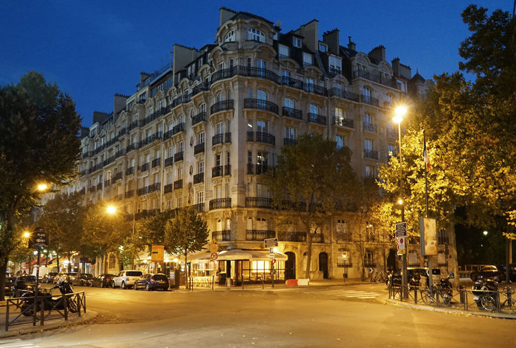 EyeEn Month Of October Paris ❤ Trip Architecture Building Exterior Clear Sky Early In The Morning First In Paris No People Outdoors Sky Street Street Light Streetphotography Tree