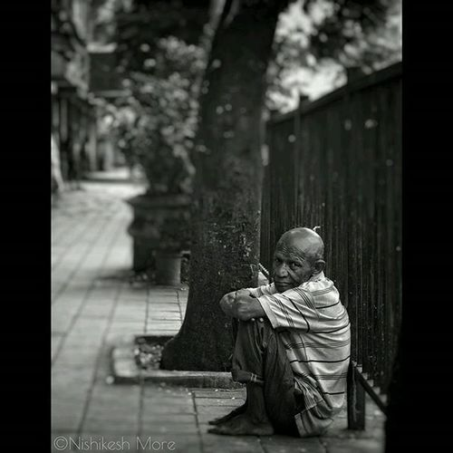 Looking for hope...!!!! Streetphotography Streetphotography_bw Blackandwhitephotography Blackandwhite Beggar Homeless Hope Potrait Bookeh Photowalk Pcrphotowalk Indiaig Maharashtraig Instadaily Instagood Picoftheday Instalike Instafollow Fontstudio Instaindia