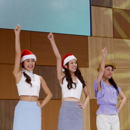 Finale+ Fukuoka Motor Show DAIHATSU Stage models. Color Portrait GX1+Kitlens 90mm Photos(iMac) edit Beautiful Girls  Chirstmas Daihatsu Girls Power Happiness Models On Stage Smiles Young Women マリンメッセ福岡 Fukuoka-japan