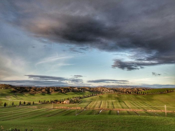 Between earth and sky Skyporn Clouds And Sky Cloudscape Hills Landscape Panorama Naturephotography Siena Sienna Tuscany Toscana Romantic Country Tuscany Countryside Italy❤️ Ilovetuscany Wide Colours Beauty In Nature
