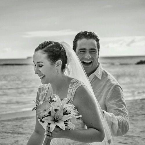 Authentic Moments Newlyweds Happy Enjoying Life