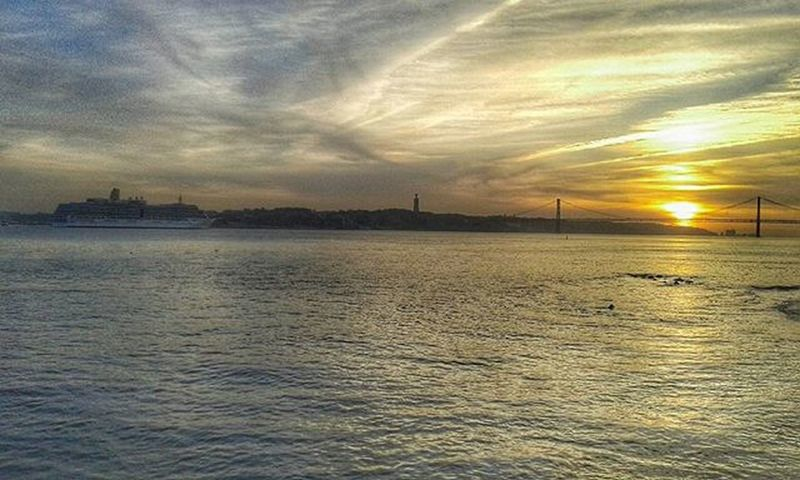 Genial! 👌 Paradisecity Sunset Sunsetterreirodopaço Chill Workpause Genial Thatphotografer Sick Origens Pointofview Snapseed Snapseedaily Nature Naturelovers Collorfull Vscophoto Vscocam Movember Autumndays Lisbon Lisbonlovers Portugaldenorteasul Portugalcomefeitos Portugal