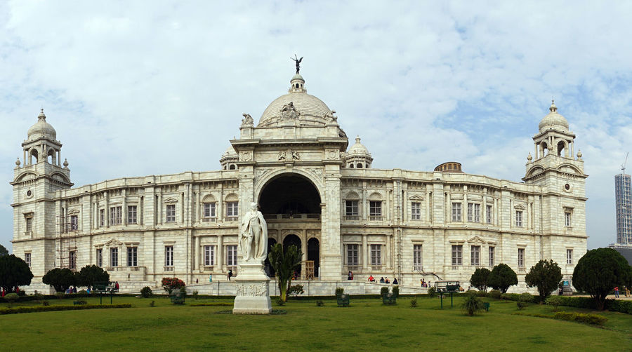 Building Exterior Architecture Built Structure Sky Travel Destinations Group Of People Tourism Nature Travel Day Dome Arch Façade Cloud - Sky History Plant The Past Real People Crowd Grass Outdoors A Marvelous Monuments, Victoria Memorial, Kolkata Victoria Memorial Victoria Memorial Kolkata
