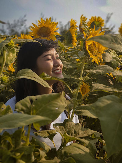 i see you Girl Girlfriend Love Laugh Happiness Holiday Vacations Young Women Smiling Portrait Headshot Flower Tree Cheerful Women Happiness Sky Sunflower Blooming Flower Head Single Flower Growing Fall Leaves